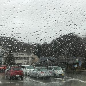 日曜日は滑らず帰宅でした、結構な雨降りでしたね…