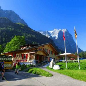 スイスハイキング      グリンデルワルト・バスでマイリンゲン