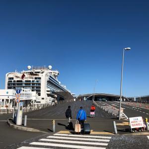 ダイヤモンドプリンセス   横浜大さん橋 から 出発