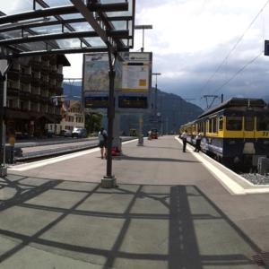スイスハイキング      ツェルマット→グリンデルワルト 電車で移動
