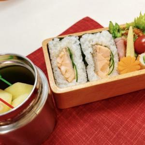 7月6日(火) 鮭ハラミときゅうりのおにぎりサンドとレンコン鳥つくねの甘酢あん弁当