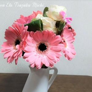 今度はピンクのガーベラの花束