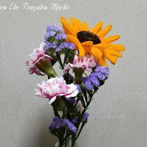 ヒマワリとカーネーションとハナハマサジの花束