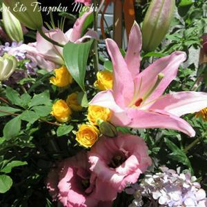 近所にお団子屋さんがオープンして記念の花です