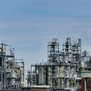 【VDE】米国エネルギーセクターの主要銘柄はエクソンモービルとシェブロン!原油価格の動向が重要に!