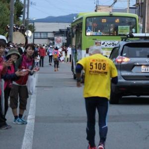 2019年秋田100㎞マラソン、50㎞の部、ゴール前の400mの、壮絶ランで競技終了2秒前の完走。