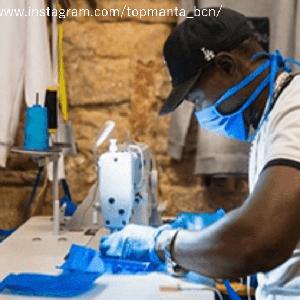バルセロナの露天商がヒーローに。商品工場でマスク製造をはじめた移民の若者たち