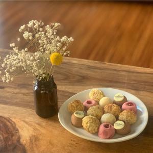 【10月31日はカスタニャーダの日】墓参りしてパナジェッツというお菓子を食べる|カタルーニャ地方