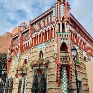 【カサ・ビセンス Casa Vicens】レゴみたいな外観と植物モチーフがかわいいガウディ初期建築