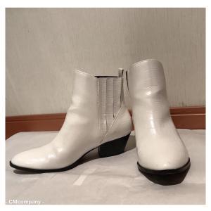 これから使えるのは白い靴かシルバーの靴か。