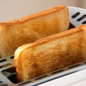 【再】火葬場でお骨を前に何故か焼けたパンのいい匂いが漂ってきた。娘「なんかパンの匂いがする」【衝撃】