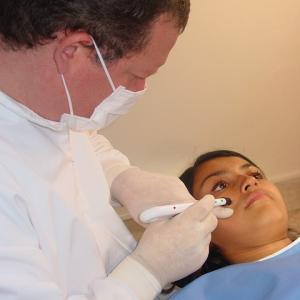 【DQN】小さい頃通ってた歯医者で「特別な治療だから絶対目は開けないで」←実はアレを口に突っ込まれたことを大人になって知るwwwww
