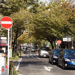 【修羅場】朝の早い時間に一通の道を通るんだけど、停まってる車にクラクション鳴らし続けた結果wwwww