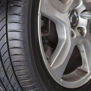 タイヤ交換は自分で簡単にできる ースタッドレスタイヤの交換手順ー