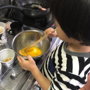 子どもとのプリン作り。お料理の手伝いデビューにも。