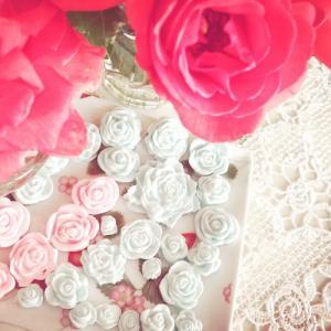 アイシングペーストパウダーで簡単に、バラのお花がつくれます♪【アイシングクッキーのトッピング】