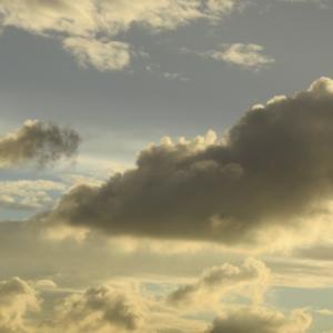 ある日の雲は亜麻色