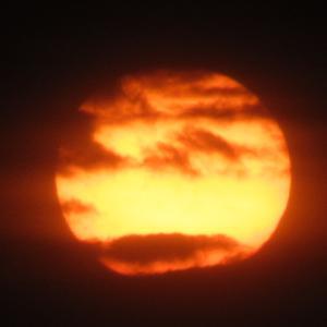 ある日の夕日 赤くて黒くて
