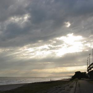 遠州灘の光芒