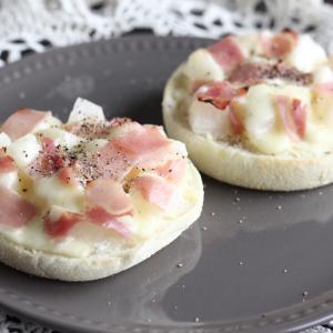 【簡単レシピ】調理時間15分!梨と生ハムのピザ