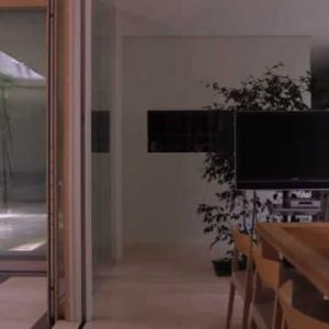 モダンリビング・ムービー「屋内外がシームレスに繋がる家」