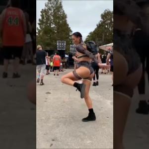 何このセクシーなお姉さんのセクシーなダンス。
