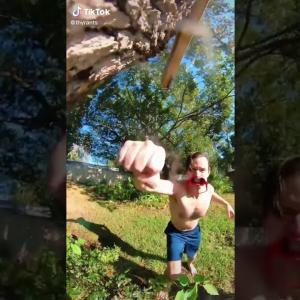 天才現る! スマホカメラで進撃の巨人風の動画を撮影した男性。