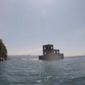 片島公園の海に浮かぶ無人の魚雷発射試験場コチラ!