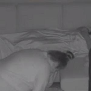 【動画】夢遊病の妻の奇行を見守る旦那の苦悩を記録したビデオがヤバいw