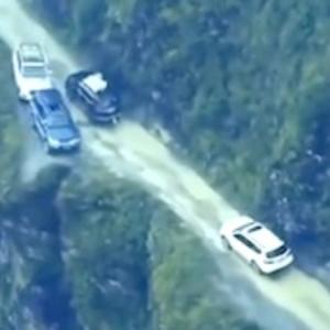 【動画】勇気が試されるすれ違い。ボリビアの道路がデンジャラスすぎる。