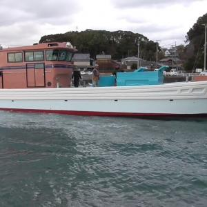 新造船の進水式の様子です。 豪快に海に入水する新造船をご覧下さい。
