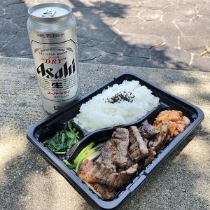 天気のいい日に公園で食う焼肉弁当は最高!!!、ヤキニクマニア。(堺市堺区)