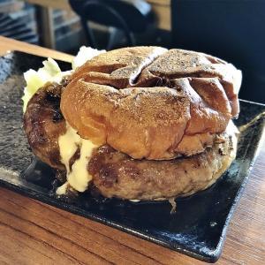 ハンバーガーのゴールデンアームボンバーや!!、深夜焼肉 肉WAJIMA 三国ヶ丘店(堺市堺区)