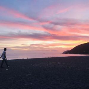 【車中泊スポット】和歌山県 「煙樹ヶ浜(えんじゅがはま)」の駐車場は夕焼けと星空に息をのむ、秋お勧めのスポットです。