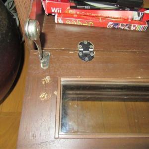 テレビ台の扉を修理
