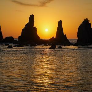 和歌山の絶景「橋杭岩」|弘法大師の伝説や見どころ、アクセスを紹介!