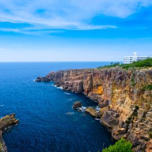 白浜の断崖絶壁「三段壁」|見どころやアクセス・駐車場情報などを紹介!