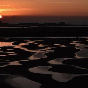 冬ならでは!日の出×干潟の絶景「新舞子浜」
