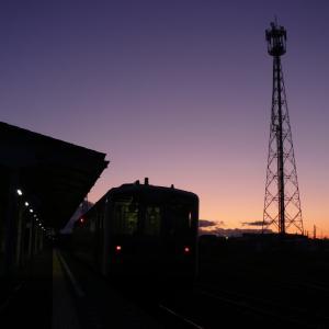 夜明け前の花咲線根室駅の様子と釧路行き終列車