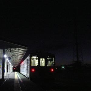 寒い花咲線始発列車にいかにも寒そうな流氷物語ラッピングが運用!