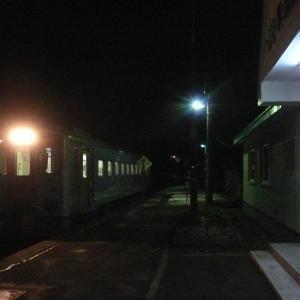 夜の花咲線厚床駅