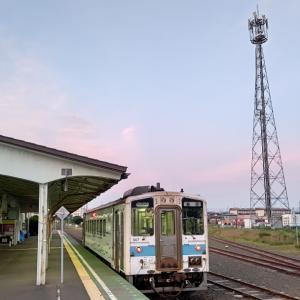 花咲線根室駅ピンクっぽい空模様に