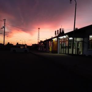 朝焼けの花咲線始発列車