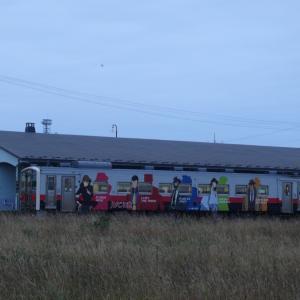 今朝の花咲線始発列車はルパン三世ラッピングトレイン