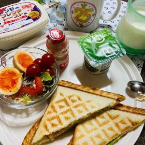 今日の朝食 アボカドホットサンド