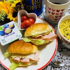 今日の朝食 ネオバターロール
