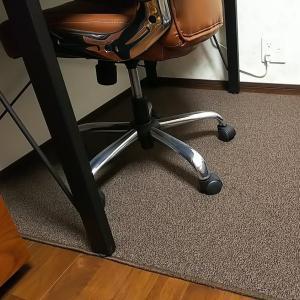 床材とキャスター付き椅子の相性