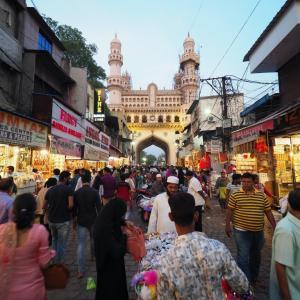 【インド】ハイデラバードのシンボル「チャルミナール」&インド人ユーチューバーとランチ