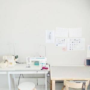 . 旦那さんがリモート勤務になって部屋が必要になったので、私の作業部屋を広い部屋にお引越しした。広いっていいなぁ✨ . . . #...