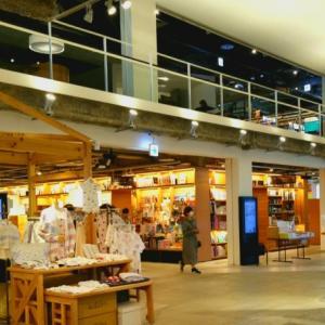 気になっていた存在、函館の住宅街にでんと構える本屋に行ってみた